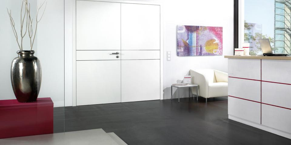 CPL fehér kétszárnyú ajtó, fémcsíkos kivitel