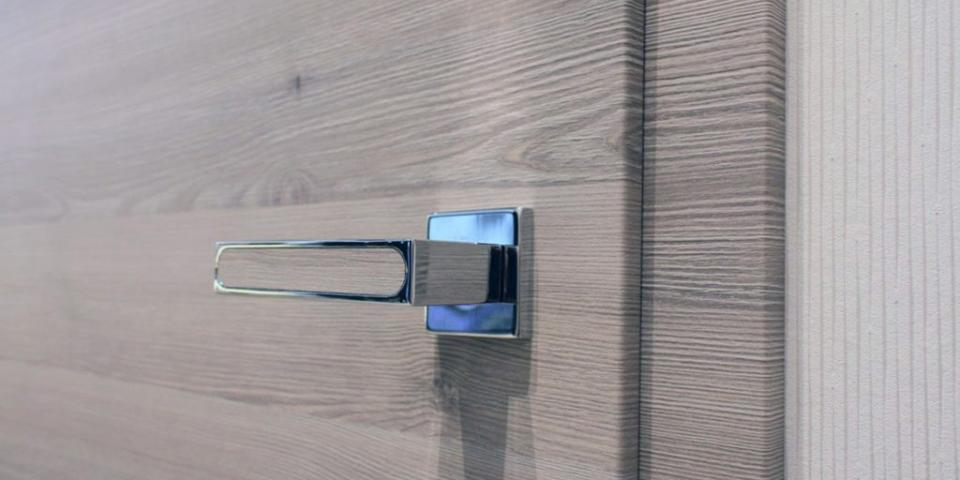 CPL Pinea silver ajtó kulcslyuk rozetta nélküli kivitel, Finom él
